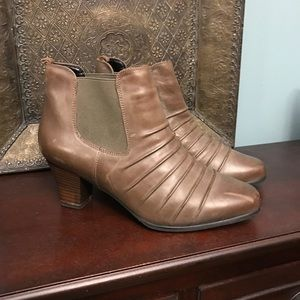 RosHommerson booties